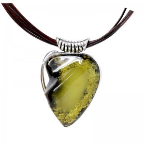 GREEN HEART AMBER SILVER NECKLACE