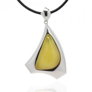 OVAL AMBER IN SILVER TRIANGLE PENDANT